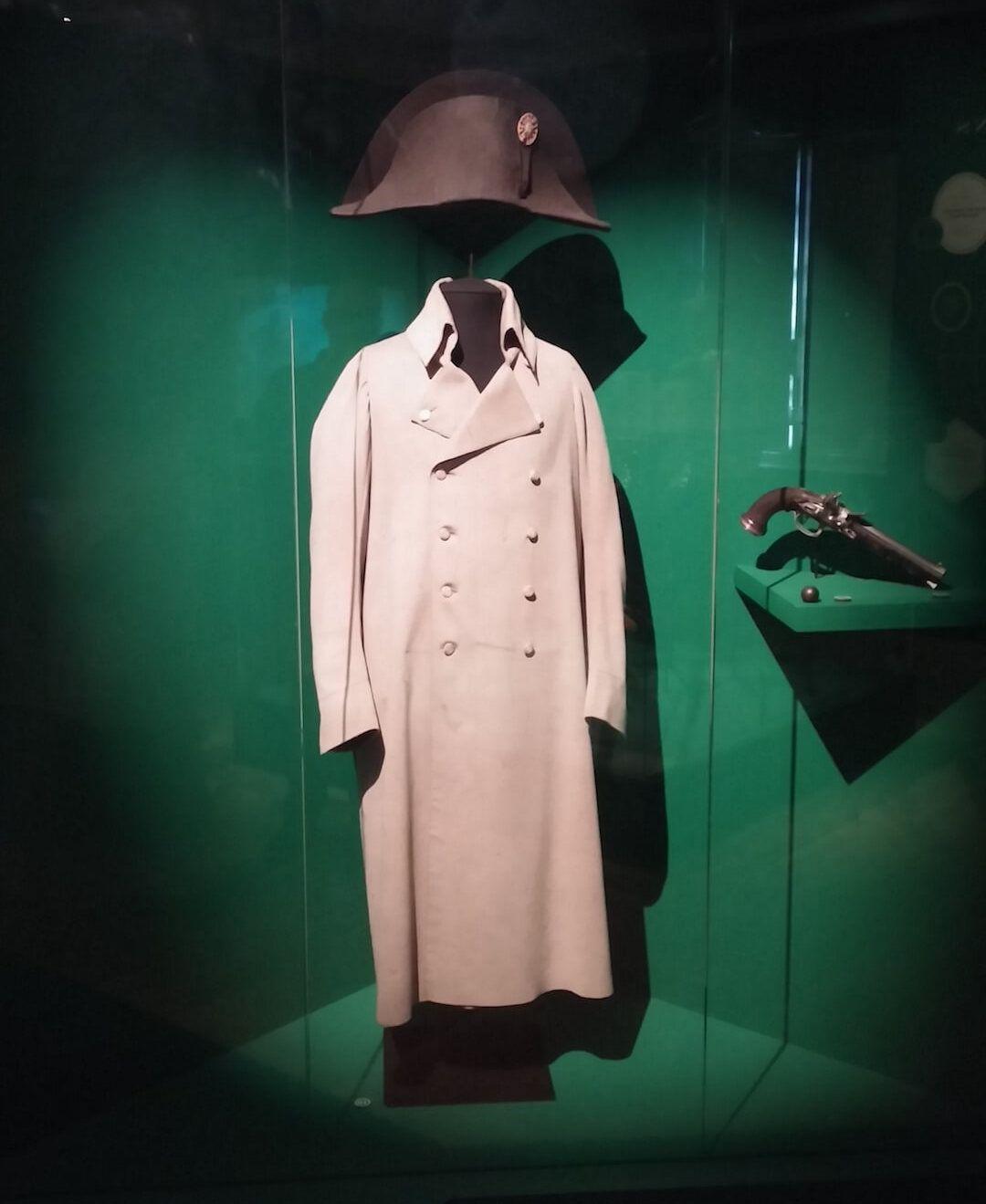Capote y bicornio de Napoleón